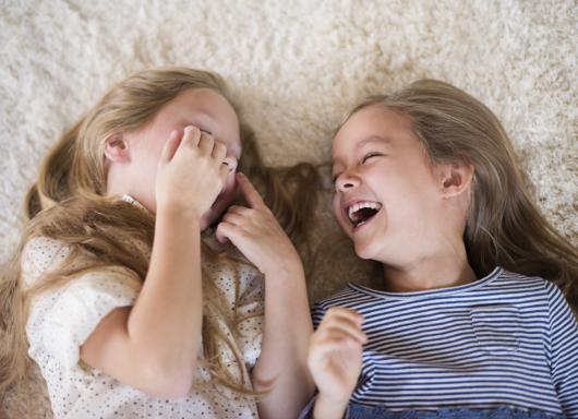 Como ensinar sua filha a ser uma boa amiga