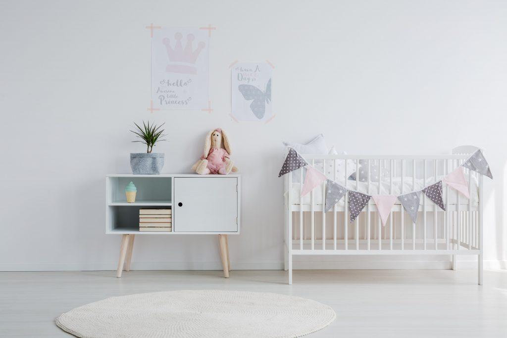 Foto de quarto de bebê com decoração minimalista