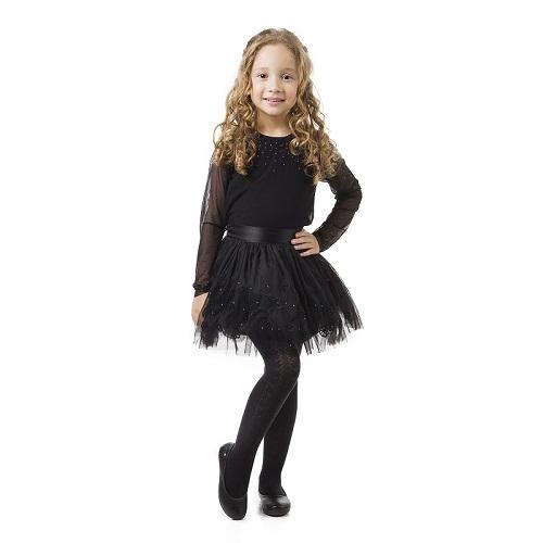 Menina Pampili com roupa preta de halloween