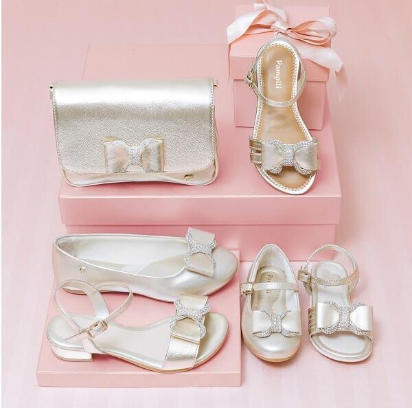 Sapatos Dourados de Natal